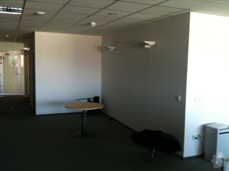 Dvě vestavěné minizasedačky v kanceláři: photo_1_