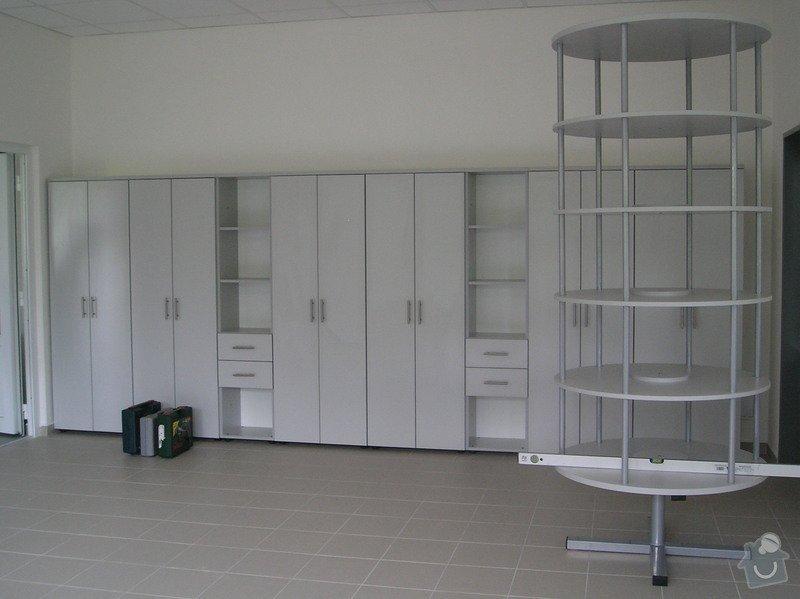 Výroba kancelářského nábytku: P6224336