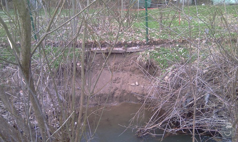 Oprava plotu (téměř) podemletého vodou (viz. foto): IMAG0148