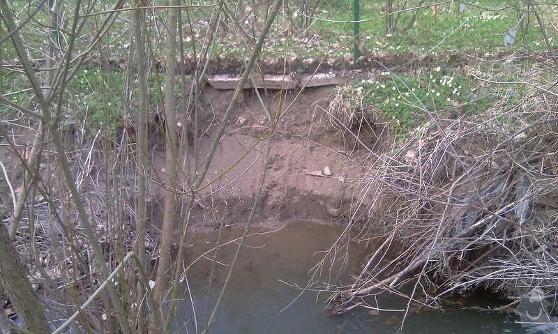 Oprava plotu (téměř) podemletého vodou (viz. foto): IMAG0149