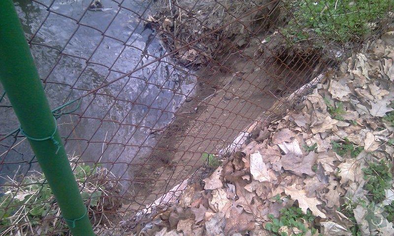 Oprava plotu (téměř) podemletého vodou (viz. foto): IMAG0151