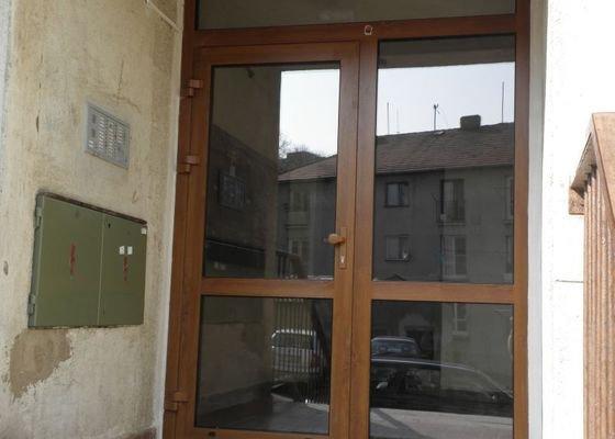 Výměna oken a dveří v panelovém domě 92ks