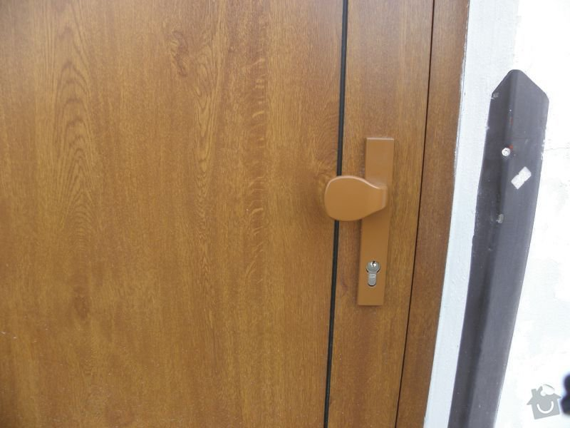 Výměna oken a dveří v panelovém domě 92ks: dveredetail1