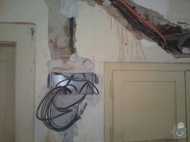 Kompletní rekonstrukce elektroinstalace prvorepublikové vily: DSC00174