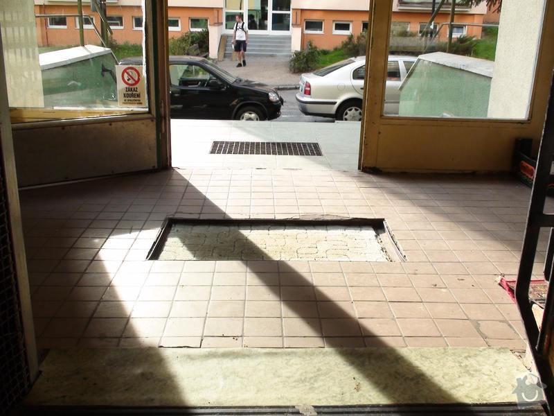Výměna dlažby uvnitř dvou vchodů do panelového domu: vchod2-uvnitr