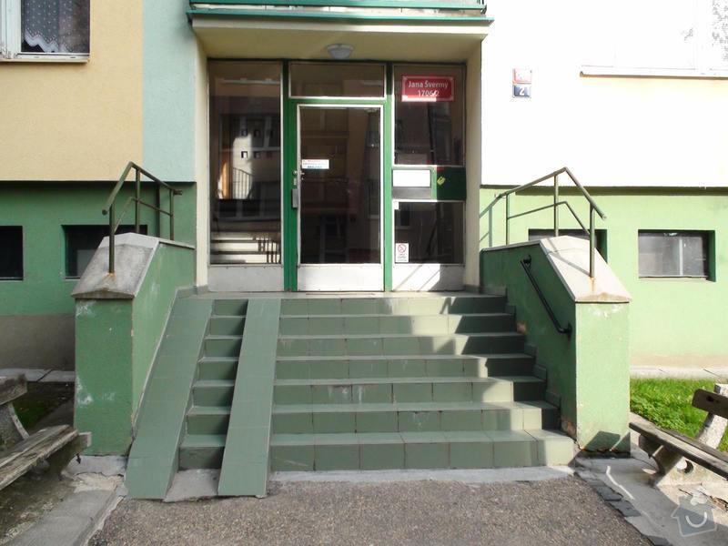 Výměna dlažby uvnitř dvou vchodů do panelového domu: vchod2-venku