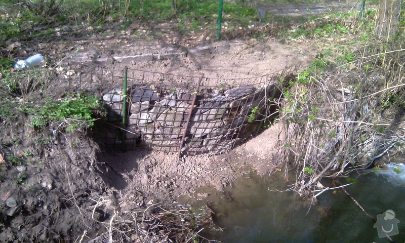 Oprava plotu (téměř) podemletého vodou (viz. foto): IMAG0156