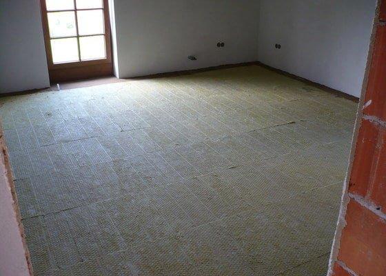 Vnitřní jádrové a štukové omítky, izolace podlahy.