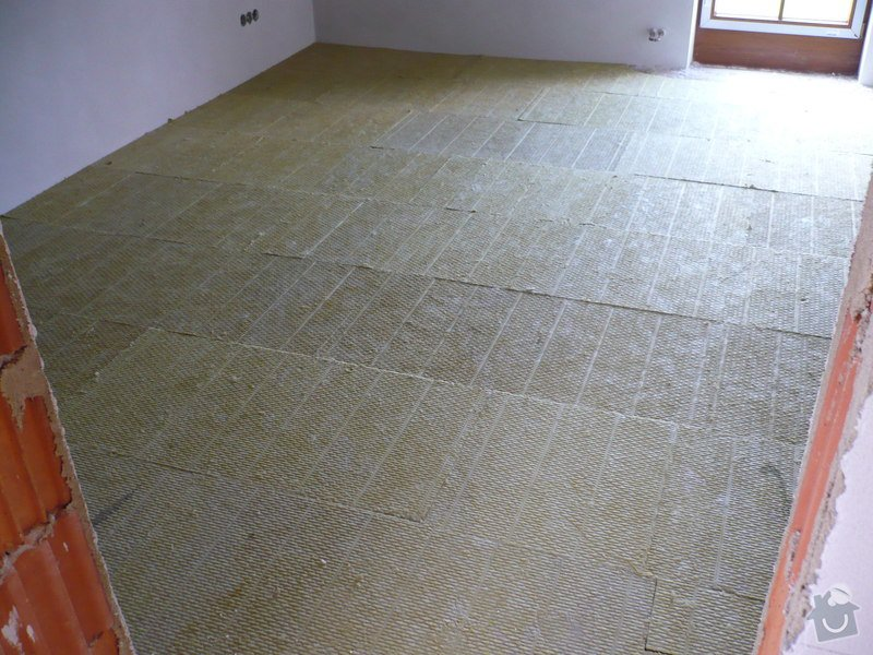 Vnitřní jádrové a štukové omítky, izolace podlahy.: P1030292