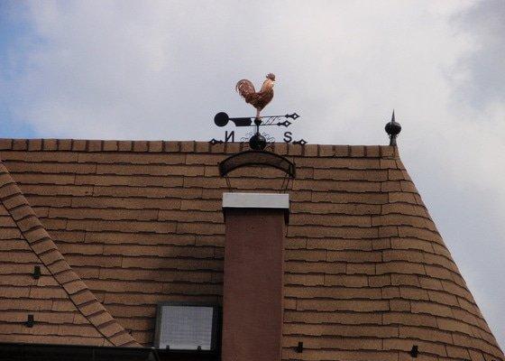 Komínová stříška + větrná korouhev