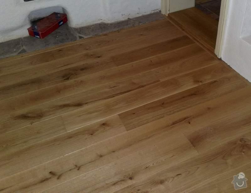 Dodávka a montáž dubové masivní podlahy do rekonstruovaného hostince U Fialů: detail