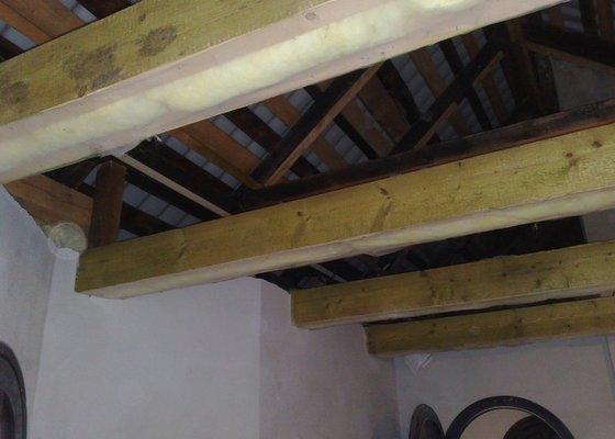 Dodávka a montáž obložení stropu a stěny ložnice