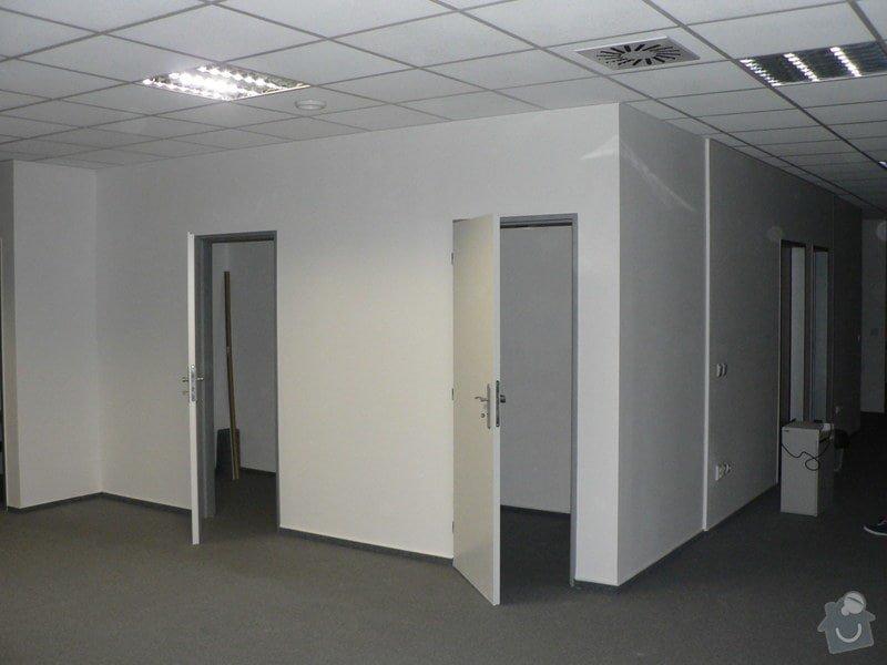 Dvě vestavěné minizasedačky v kanceláři: Mini_zasedacky_007