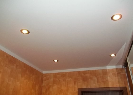 Snížení stropu a oprava stávajícího podhledu z SDK