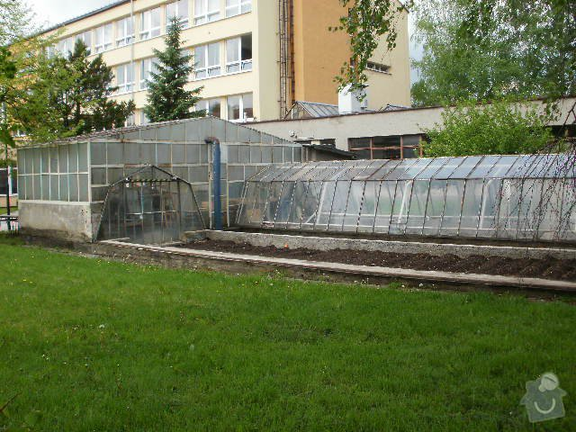 Rekonstrukce školního skleníku: P8120099