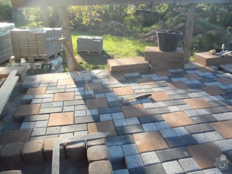 Pokládka obrubníku a zámkové dlažby: P5070451