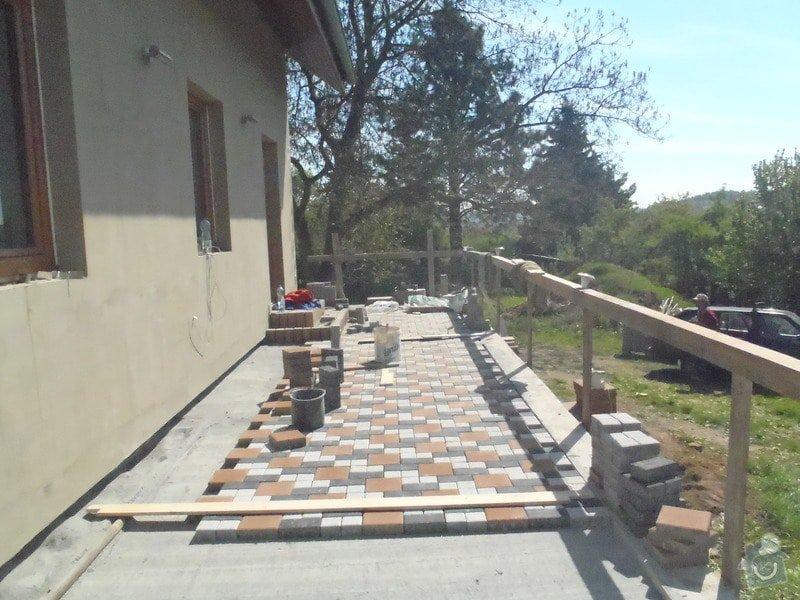 Pokládka obrubníku a zámkové dlažby: P5070459