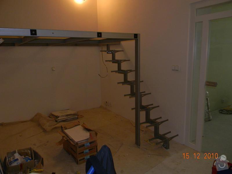 Zvýšené patro, schodiště se skleněnými stupni, skleněné zábradlí: Nosna_konstrukce