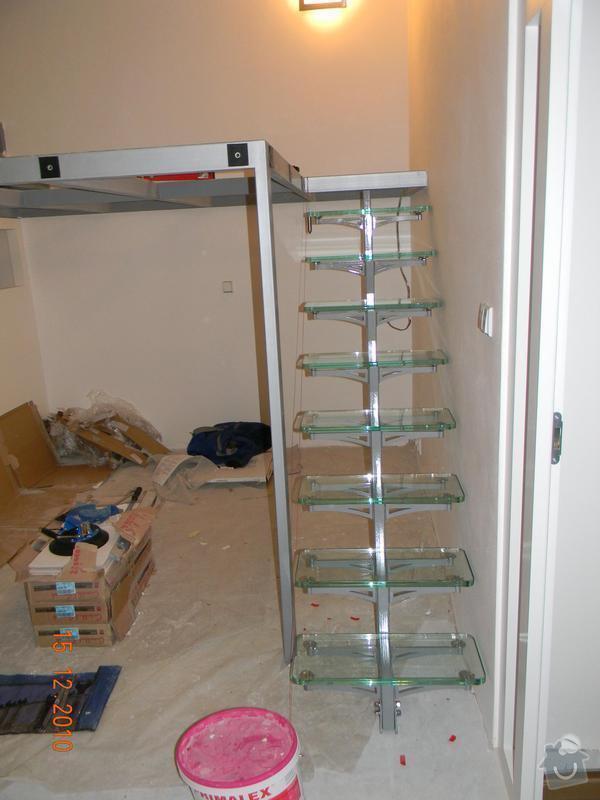 Zvýšené patro, schodiště se skleněnými stupni, skleněné zábradlí: Nosna_konstrukce_galerie