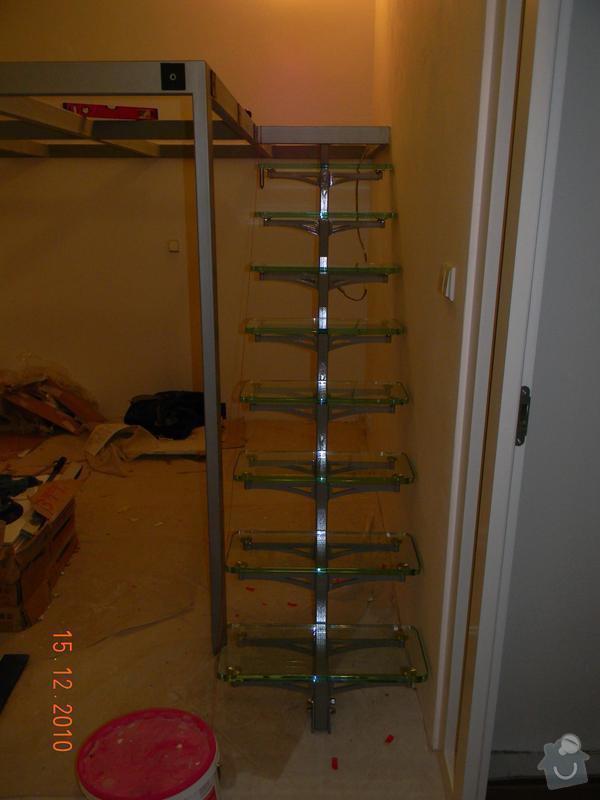 Zvýšené patro, schodiště se skleněnými stupni, skleněné zábradlí: Schodiste_se_sklenenymi_stupni
