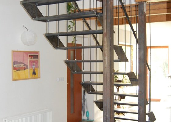 Ocelové schodiště se zábradlím podesty