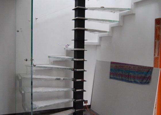 Točité prosklené schodiště