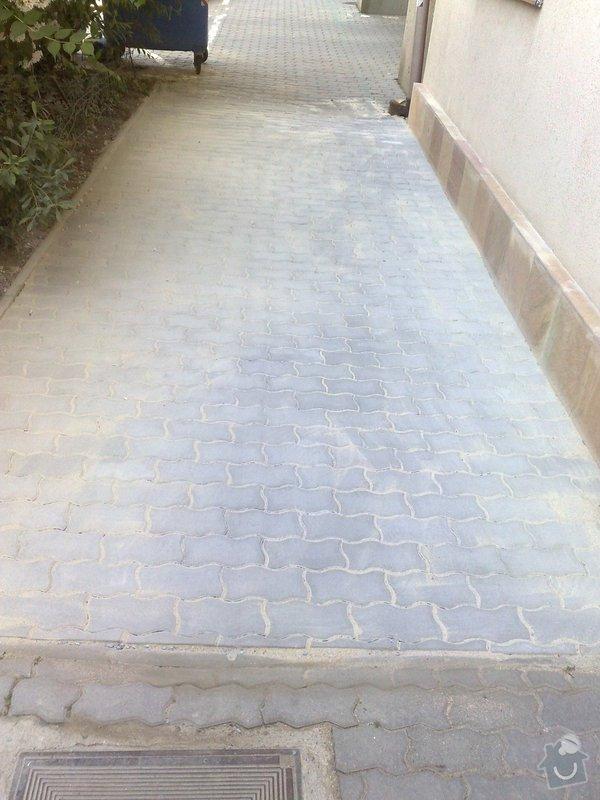 Oprava chodníku a soklu domu: 24052011942