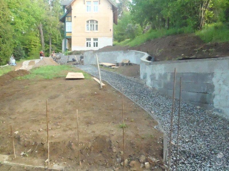 Postupná kompletace zahrady: P5130537