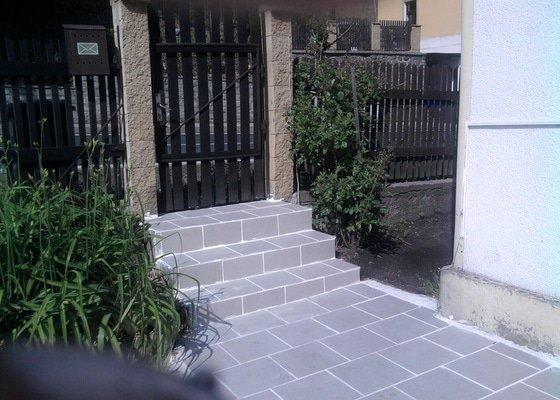 Pokladka dlažby a obložení schodu