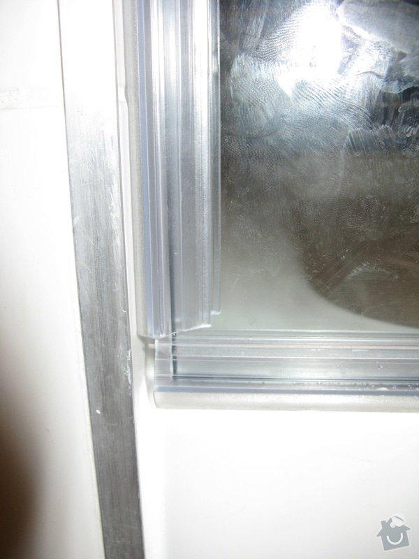 Zasklení sprchového koutu do niky: prvni_predani1