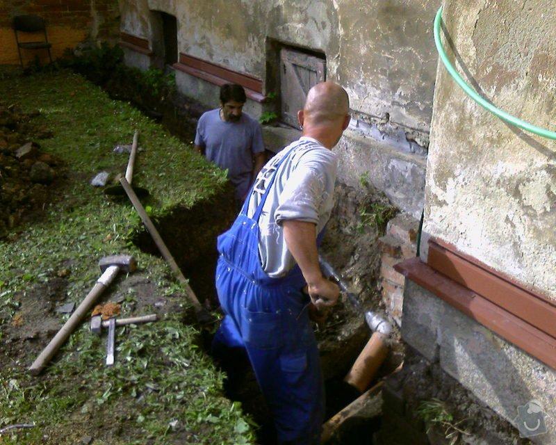 Izolace podurovni terénu domu v četně zbourání starého odpadu a zároven vybudování nového odpadu.: Foto-0024