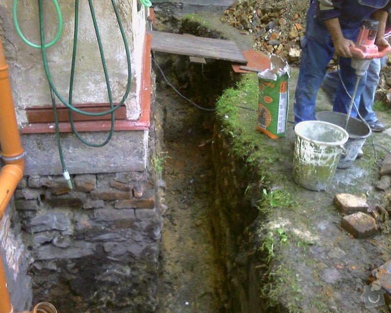 Izolace podurovni terénu domu v četně zbourání starého odpadu a zároven vybudování nového odpadu.: Foto-0062