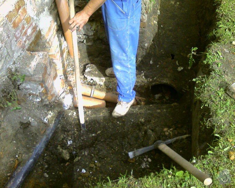 Izolace podurovni terénu domu v četně zbourání starého odpadu a zároven vybudování nového odpadu.: Foto-0026