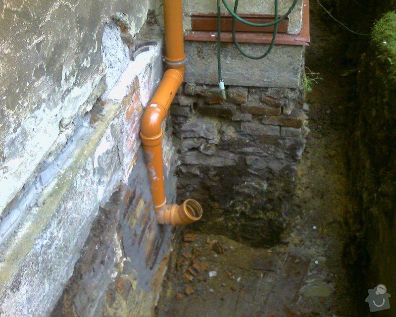 Izolace podurovni terénu domu v četně zbourání starého odpadu a zároven vybudování nového odpadu.: Foto-0061
