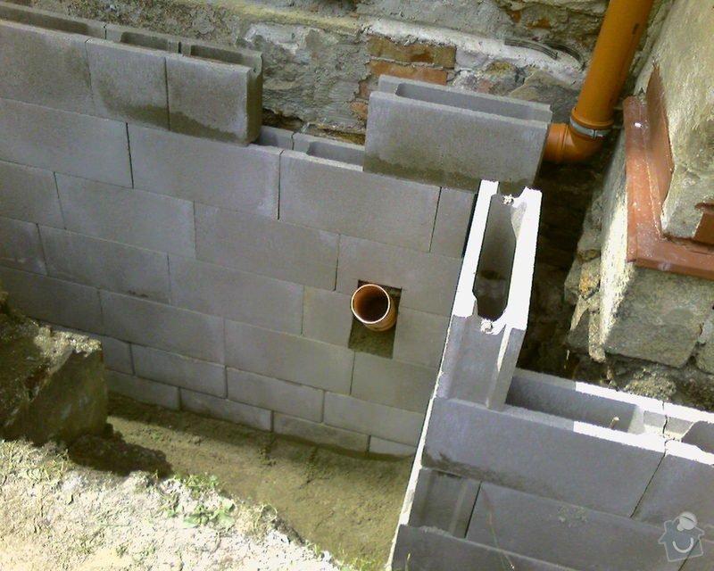 Izolace podurovni terénu domu v četně zbourání starého odpadu a zároven vybudování nového odpadu.: Foto-0082