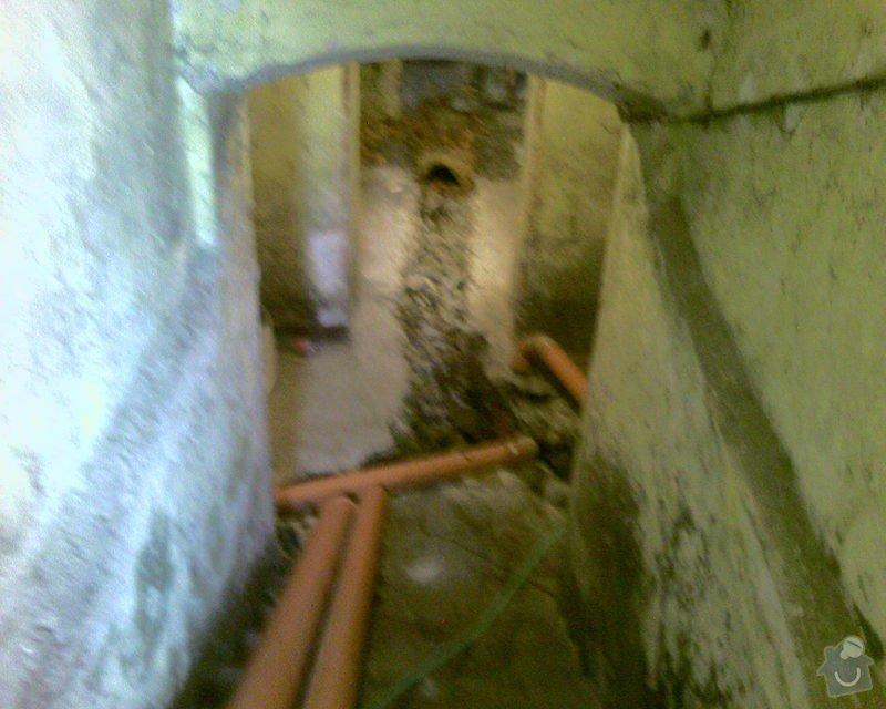 Izolace podurovni terénu domu v četně zbourání starého odpadu a zároven vybudování nového odpadu.: Foto-0063