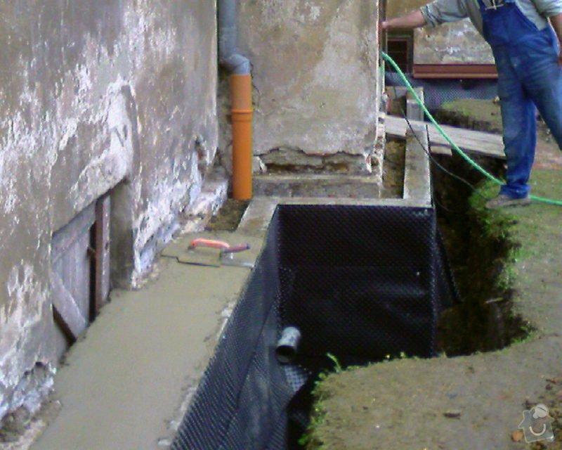 Izolace podurovni terénu domu v četně zbourání starého odpadu a zároven vybudování nového odpadu.: Foto-0091