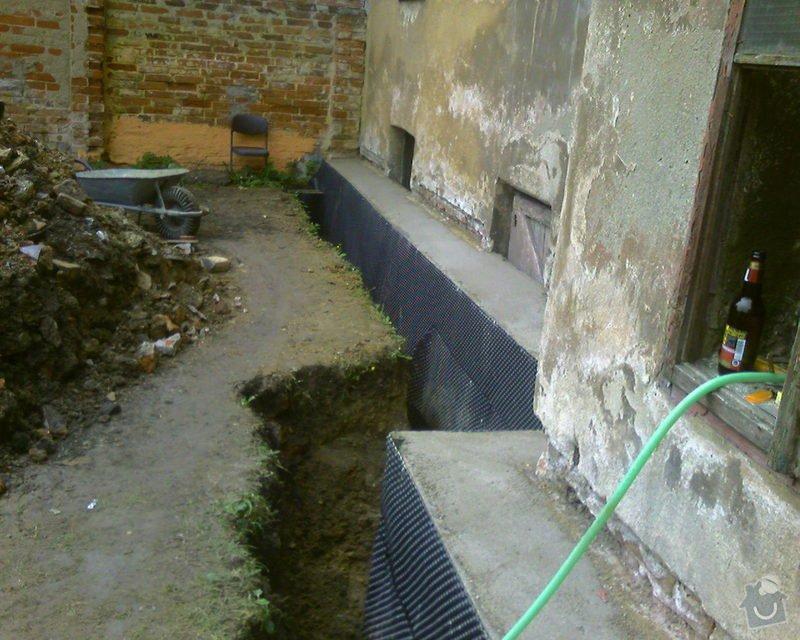 Izolace podurovni terénu domu v četně zbourání starého odpadu a zároven vybudování nového odpadu.: Foto-0093