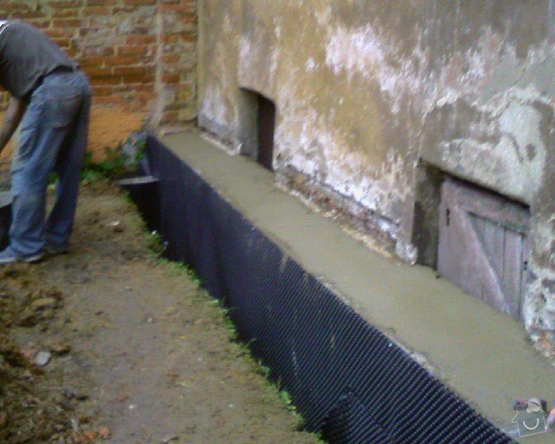 Izolace podurovni terénu domu v četně zbourání starého odpadu a zároven vybudování nového odpadu.: Foto-0090