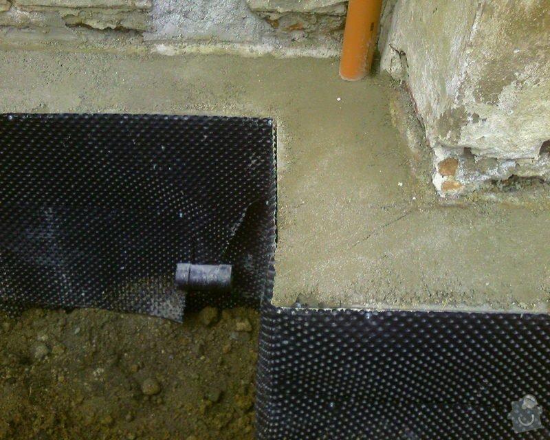 Izolace podurovni terénu domu v četně zbourání starého odpadu a zároven vybudování nového odpadu.: Foto-0092