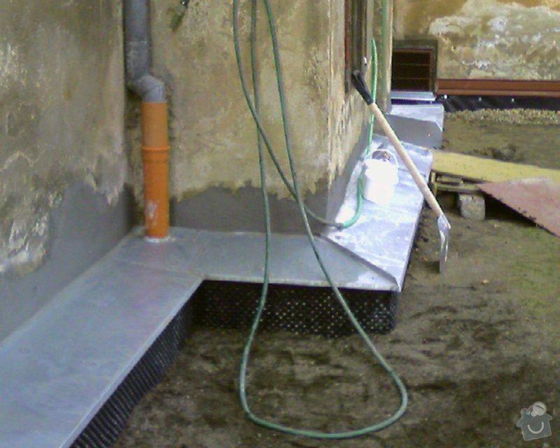 Izolace podurovni terénu domu v četně zbourání starého odpadu a zároven vybudování nového odpadu.: Foto-0001