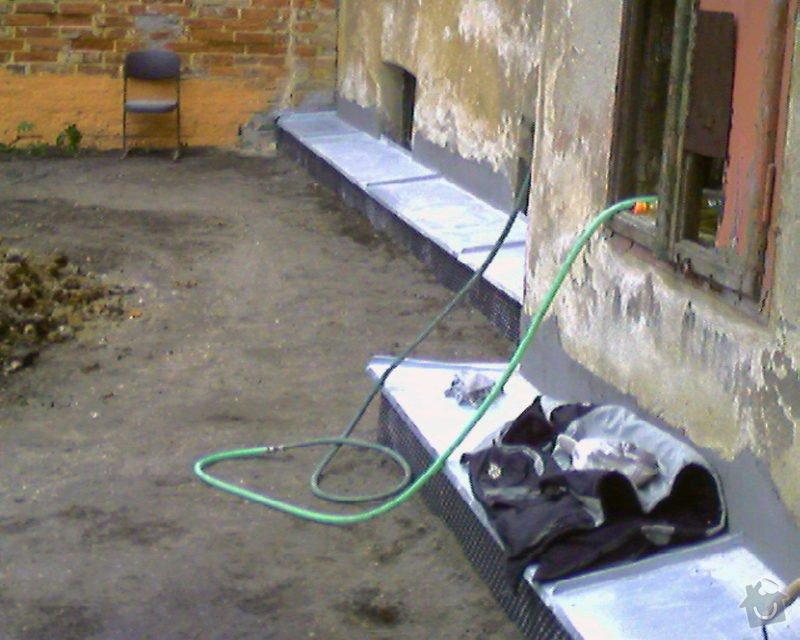 Izolace podurovni terénu domu v četně zbourání starého odpadu a zároven vybudování nového odpadu.: Foto-0010