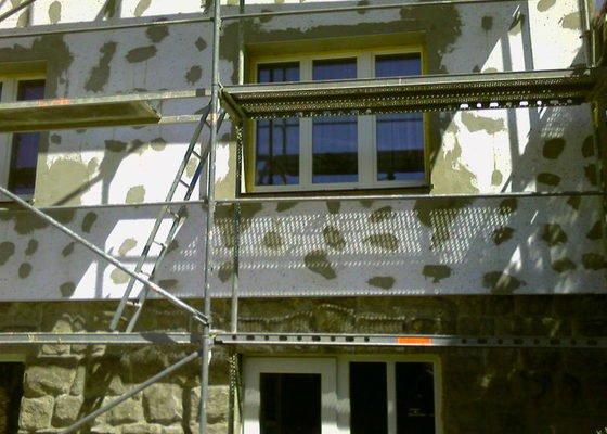 Povrchové úpravy fasád včetně zateplení obvodového pláště budov podle tech.postupu Mystrál,Baumit,polyst,vata