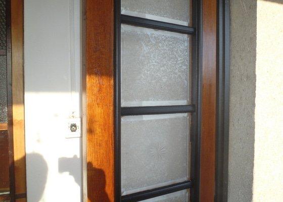 Renovace vstupních dveří.