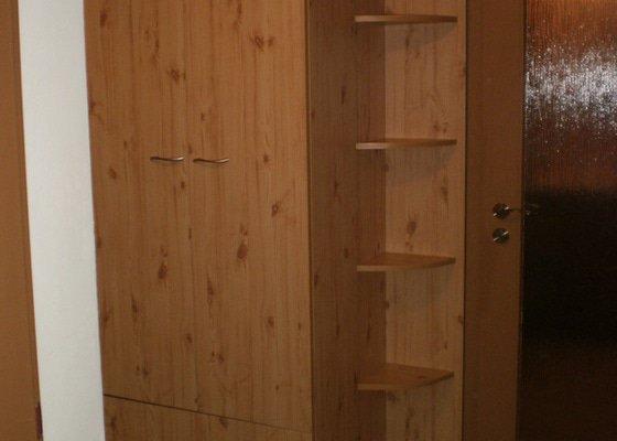 Výroba nábytkové stěny do chodby