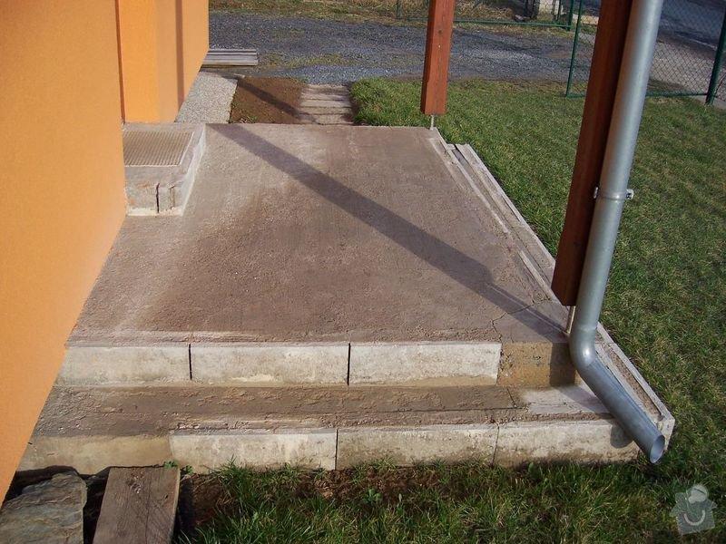Chodníky ze zámkové dlažby, sokl, obklad podesty dlažbou: chodniky02