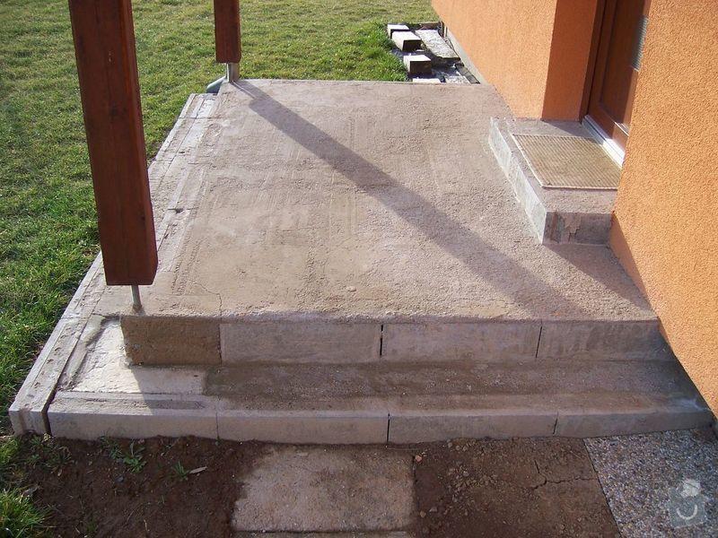 Chodníky ze zámkové dlažby, sokl, obklad podesty dlažbou: chodniky03