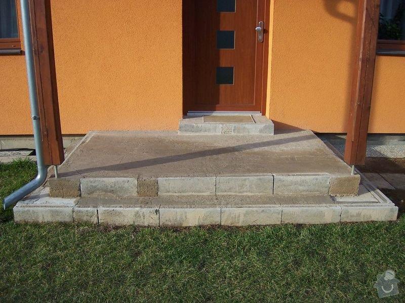 Chodníky ze zámkové dlažby, sokl, obklad podesty dlažbou: chodniky04