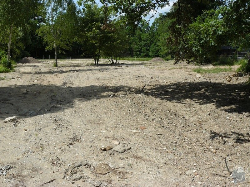 Založení trávníku+drobné terenní úpravy: P1070462