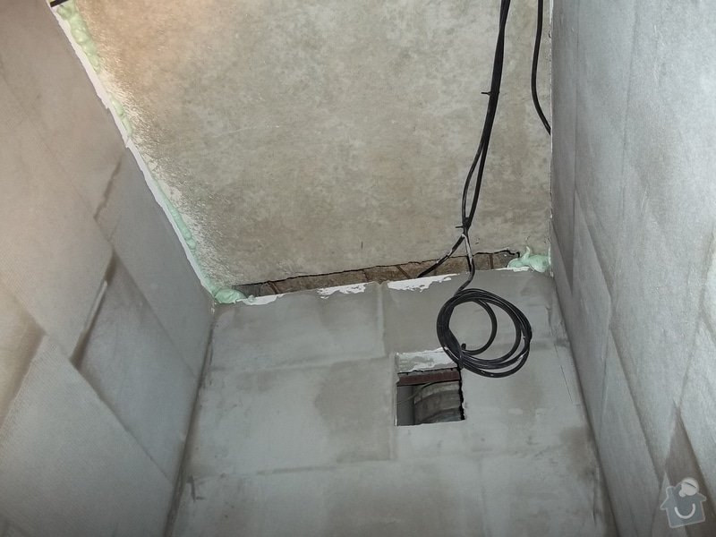 Snížené podhledy v koupelně a předsíni: 104_0266